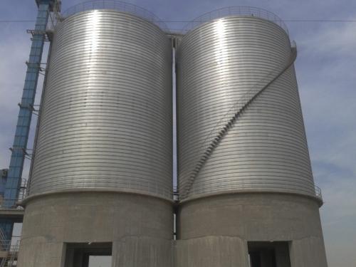2座直径15米的起架螺旋仓